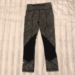 lululemon athletica Pants & Jumpsuits - Lululemon capri leggings L2-4